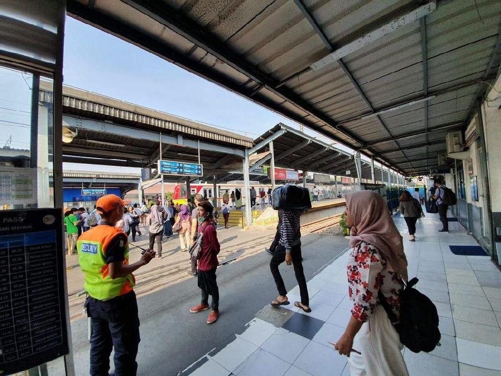 BEM SI Akan Demo di Istana, Stasiun Bekasi Sepi Massa Siang Ini