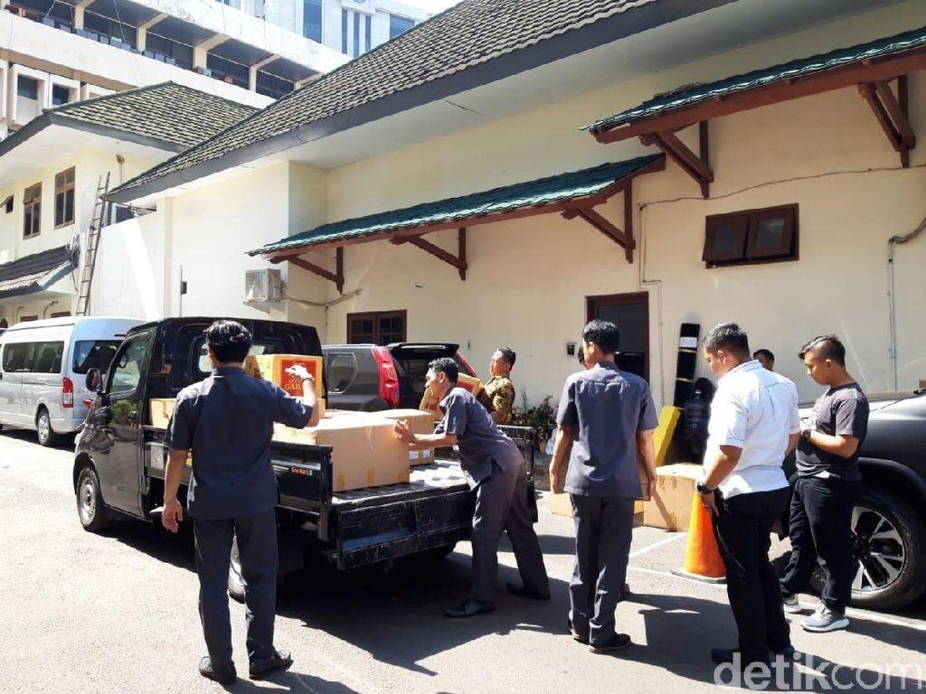 Wiranto Berkemas di Kemenko Polhukam, Mobil Box Angkut Barang