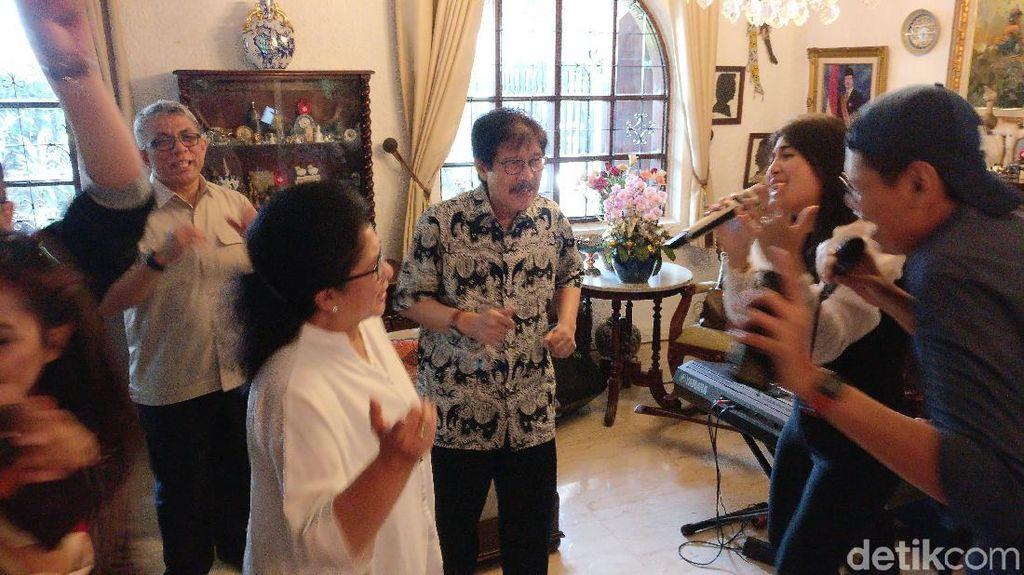 Momen Perpisahan Nila F Moeloek dengan Wartawan Kesehatan