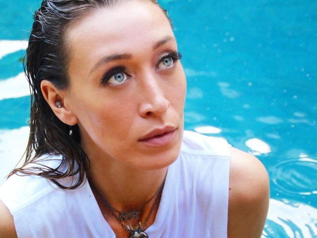 Ikuti Jejak Adik-adiknya, Ini Alana Hadid yang Kini Jadi Model Brand Mewah