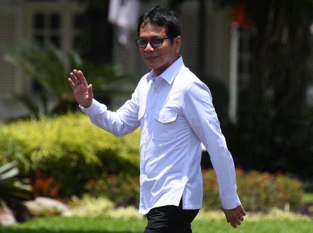 Lambaian Tangan Wishnutama dan Erick Thohir di Istana Merdeka
