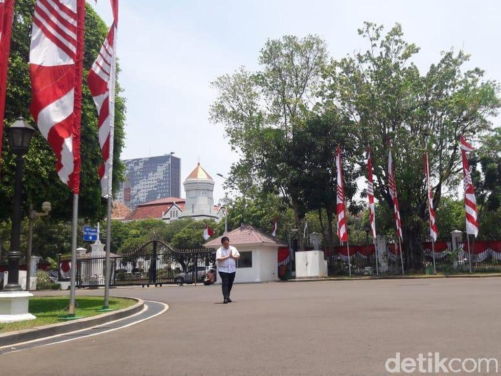 Jokowi Kenalkan Calon Menteri, Erick Thohir Merapat ke Istana