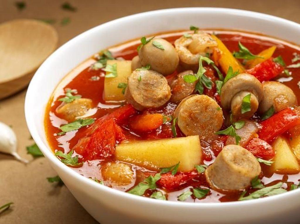 Dua Pilihan Resep Sup Sosis Sayuran yang Enak Untuk Anak
