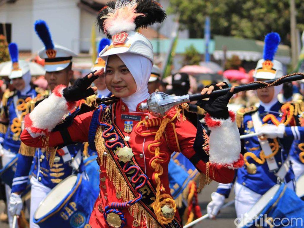 Marching Band Meriahkan Pembukaan Kejuaraan Parayalang Internasional