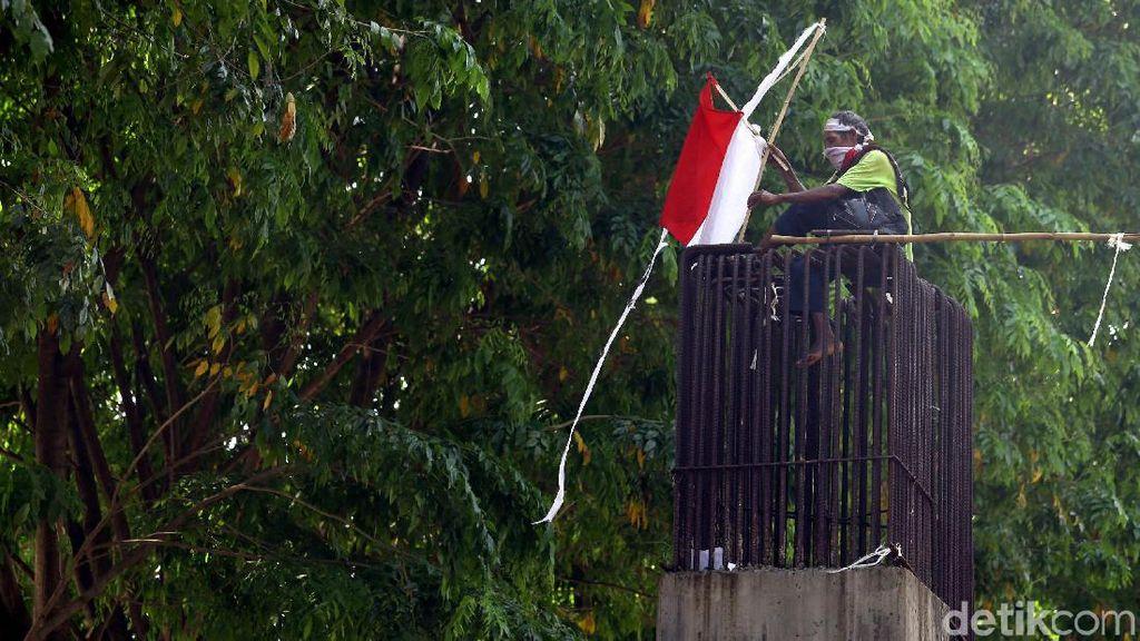 Potret Agustinus, Pria yang Panjat Beton untuk Tagih Janji Jokowi