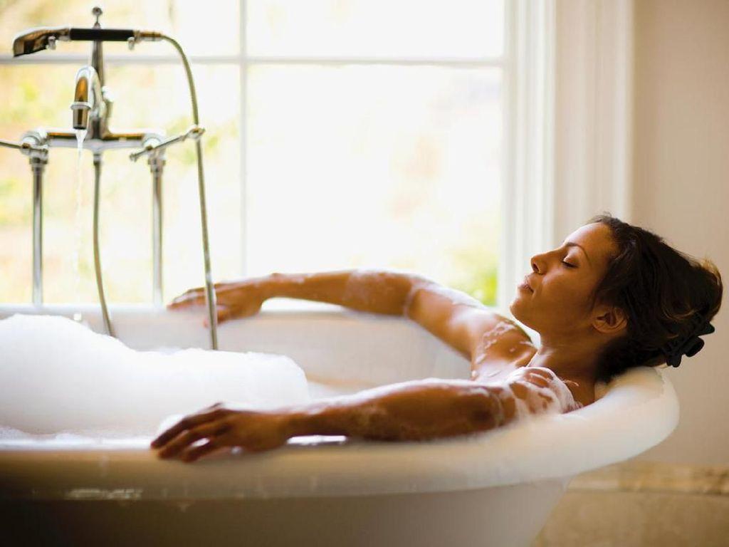 Bathtub Hotel Bersih buat Berendam Nggak Sih?