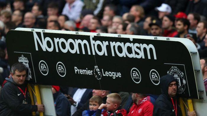 Manchester United menghukum suporter rasis di laga melawan Liverpool di Old Trafford, Minggu (20/10/2019). (Foto: Catherine Ivill/Getty Images)