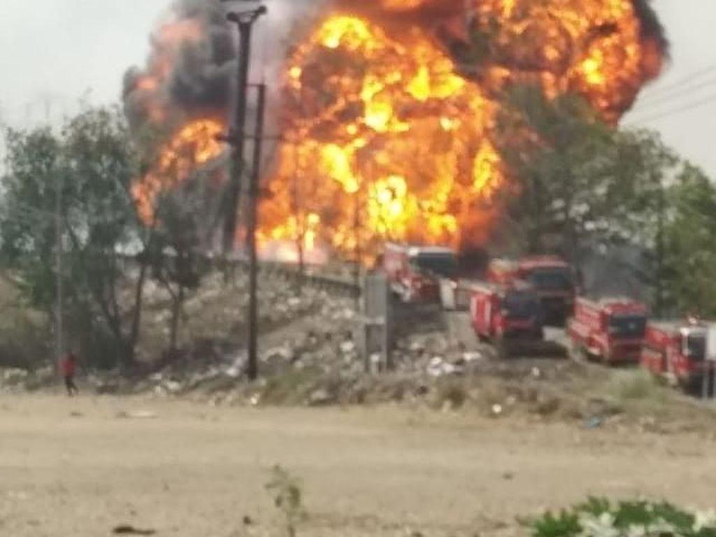 Diduga Bocor, Pipa Pertamina di Cimahi Terbakar Hebat