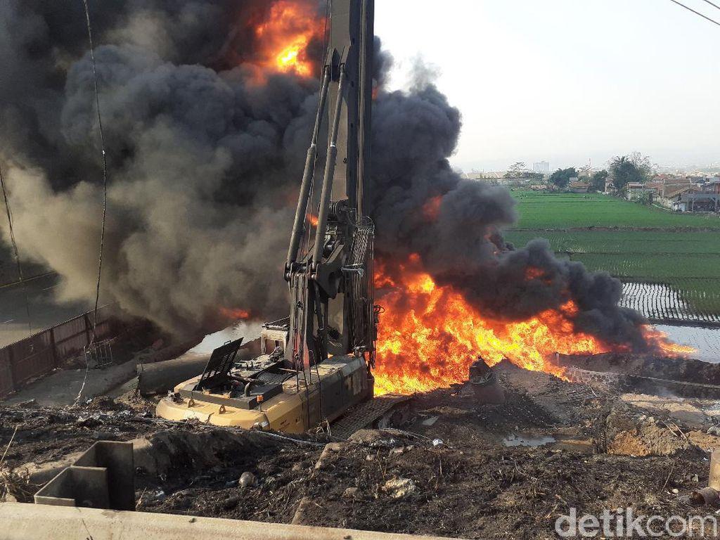 Pertamina Masih Berjibaku Padamkan Api Pipa di Tol Padalarang
