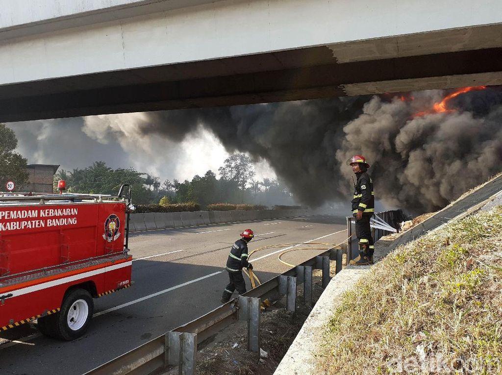 Video Kebakaran Hebat Pipa Pertamina di Dekat Tol Purbaleunyi