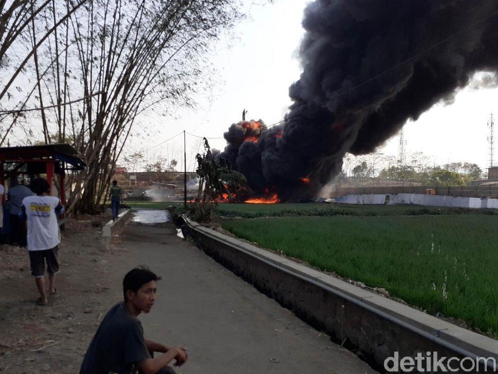 Pipa yang Terbakar Alirkan BBM Pertamina Dex