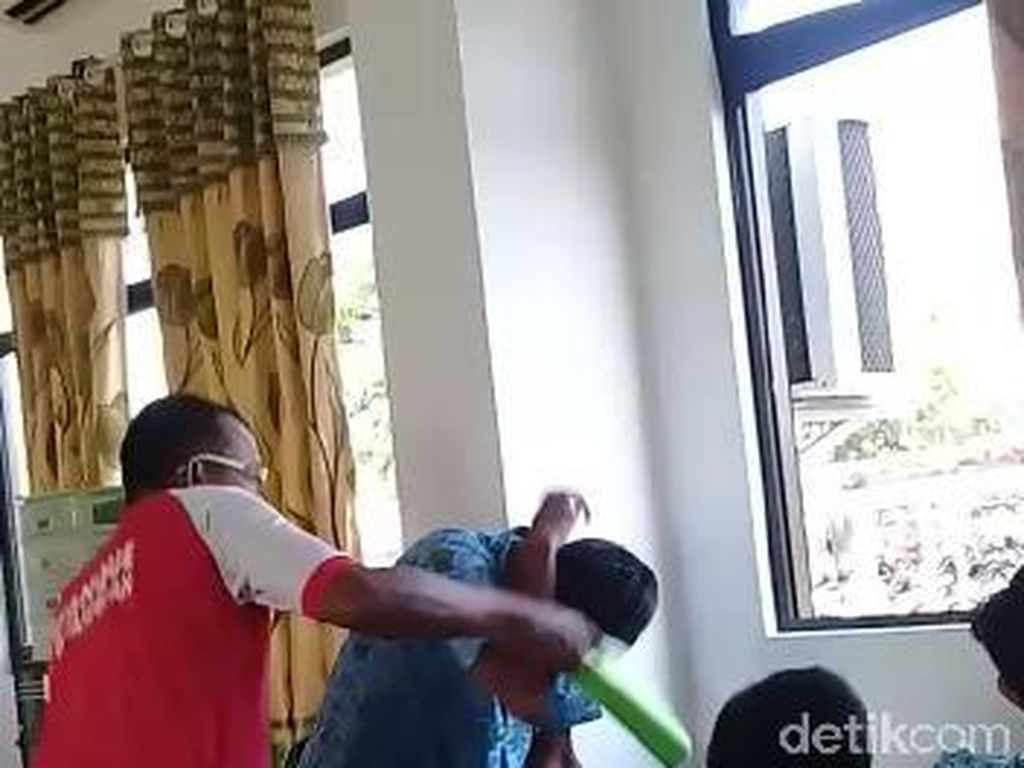 Tiga Video Guru Tampar Murid Viral di Media Sosial