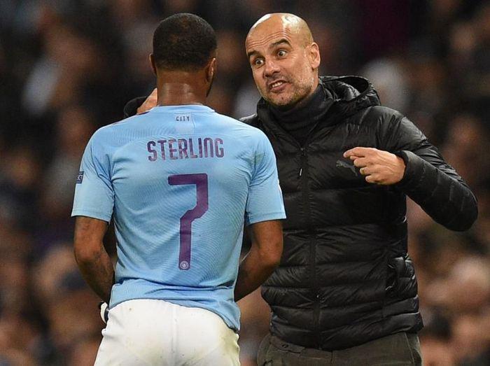 Josep Guardiola puas dengan performa Raheem Sterling di Manchester City. (Foto: Oli Scarff/AFP)