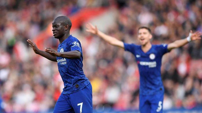 NGolo Kante masih absen membela Chelsea karena belum pulih dari cedera (Action Images via Reuters/Tony OBrien)