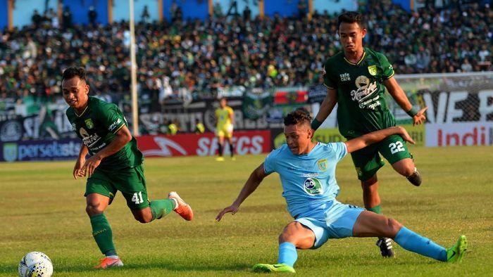 Persebaya kalah 0-1 di markas Persela. (Foto: ANTARA FOTO/Syaiful Arif)