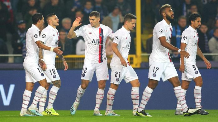 BRUGGE, BELGIUM - OCTOBER 22: Mauro Icardi of Paris Saint-Germain celebrates with teammates after scoring his teams first goal during the UEFA Champions League group A match between Club Brugge KV and Paris Saint-Germain at Jan Breydel Stadium on October 22, 2019 in Brugge, Belgium. (Photo by Catherine Ivill/Getty Images)