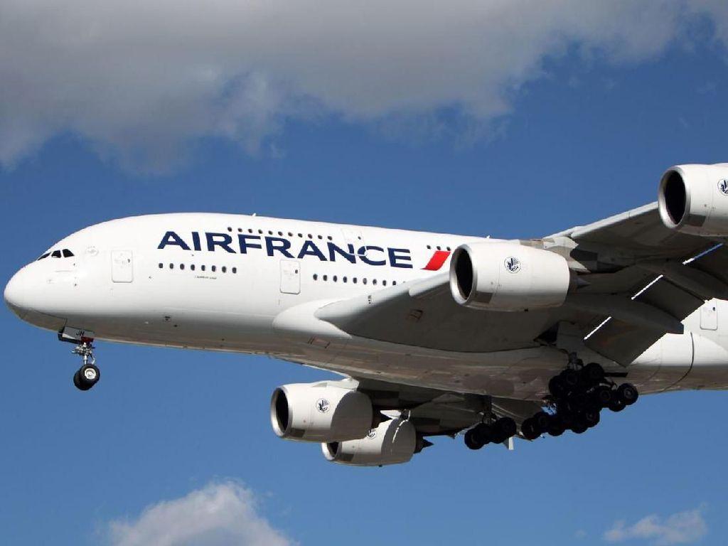 Ponsel Misterius Bikin Pesawat Terpaksa Ubah Haluan