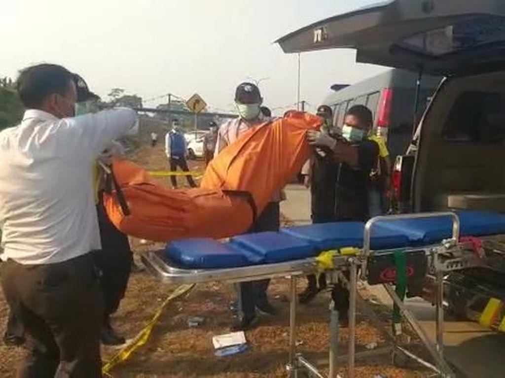 Mayat Pria dengan Kepala Terbungkus Kaus Ditemukan di Tol Pandaan