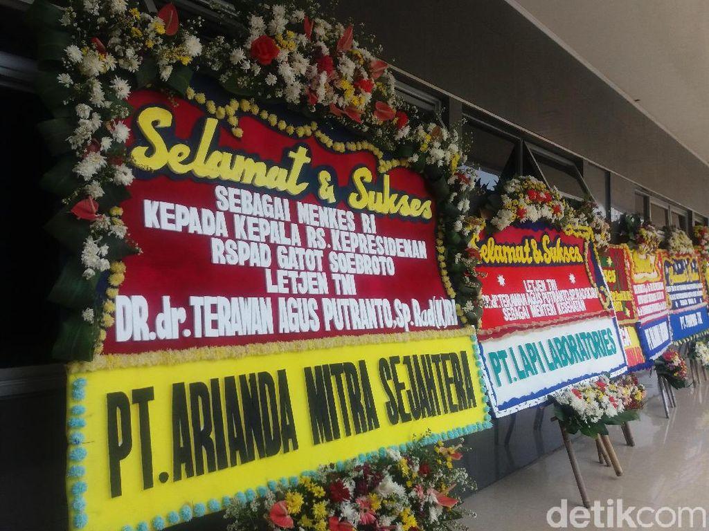 Karangan Bunga Berjajar di RSPAD Sambut Menkes dr Terawan
