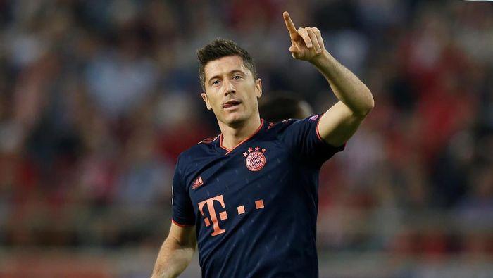Robert Lewandowski melewati catatan gol Ruud Van Nistelrooy di ajang Liga Champions (Foto: REUTERS/Costas Baltas)
