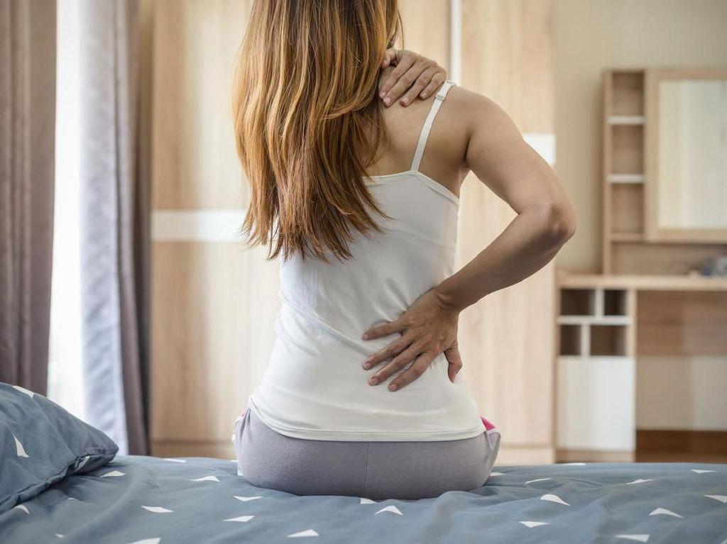 Sakit Pinggang Sebelah Kiri dan Kanan, Apa Penyebabnya?