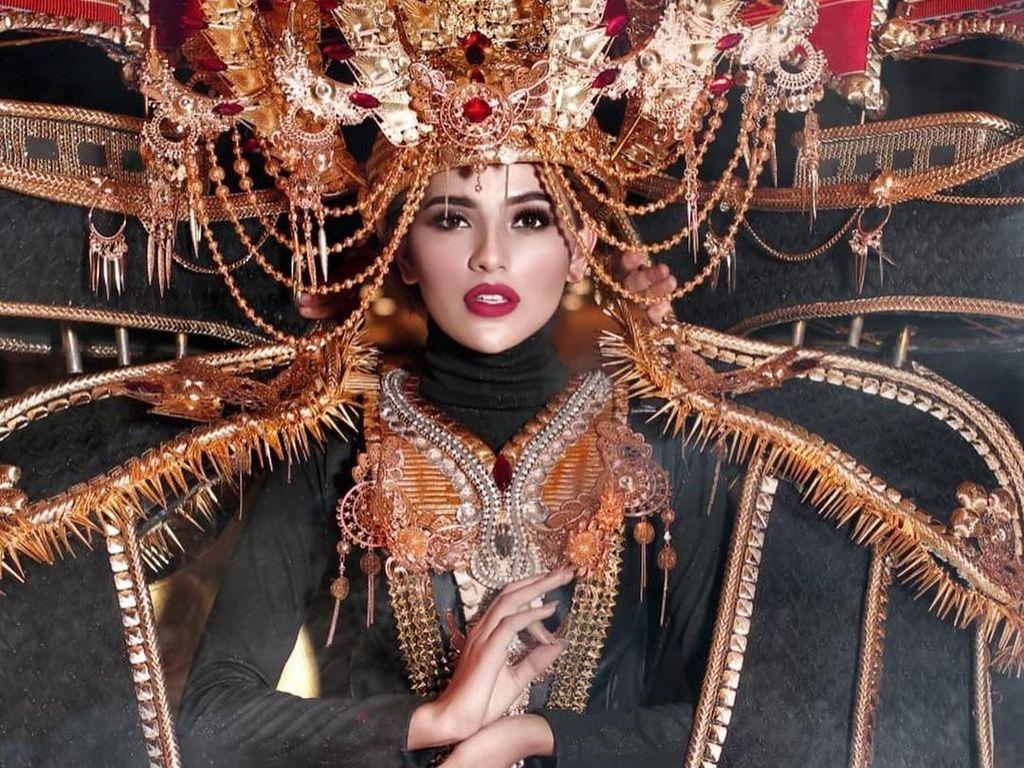 Foto: Kostum Pinisi 30 Kg Finalis Indonesia di Miss Grand International 2019
