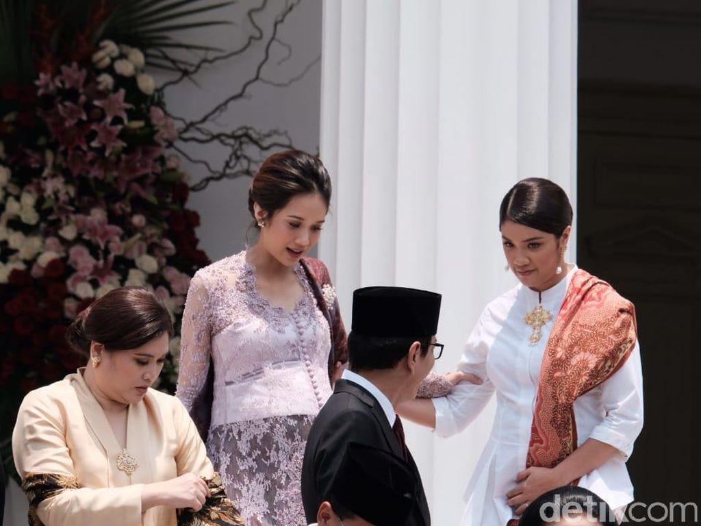 Gaya Gista Putri Saat Suami Dilantik Jadi Menteri, Cantik Berkebaya Ungu
