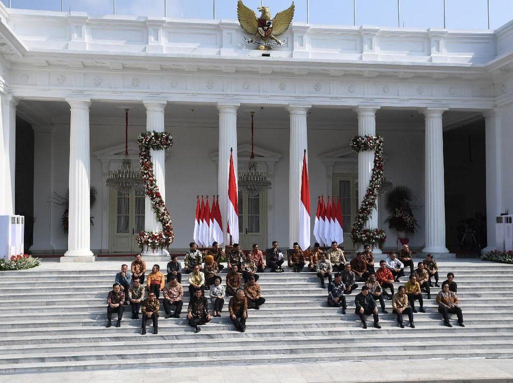 Ini Filosofi Jokowi di Balik Lesehan saat Perkenalkan Menterinya