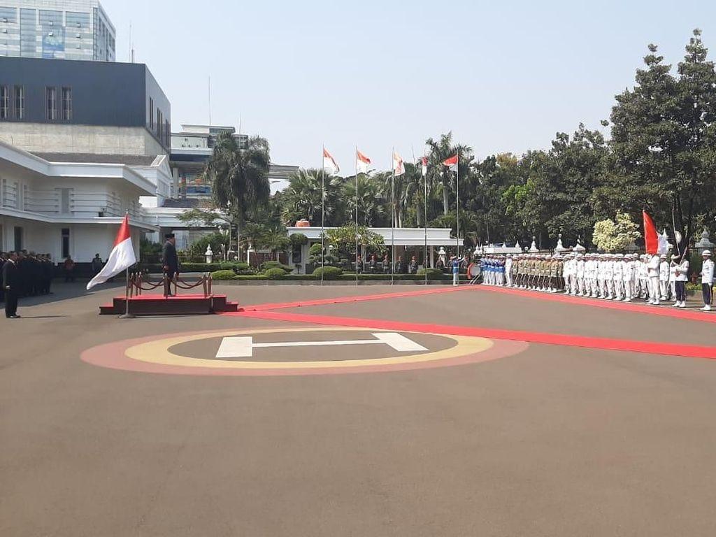 Keluarga dan Sahabat Dampingi Prabowo Saat Sertijab Menhan