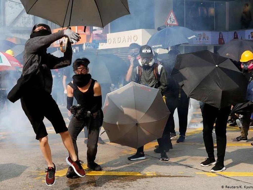 Pendemo Bentrok Lagi dengan Kepolisian Hong Kong