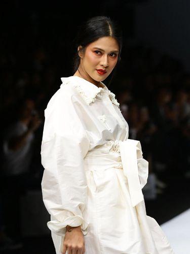 Kurangi Sampah Fashion, 3 Brand Lokal Ubah Baju Bekas Kaprikornus Busana Baru