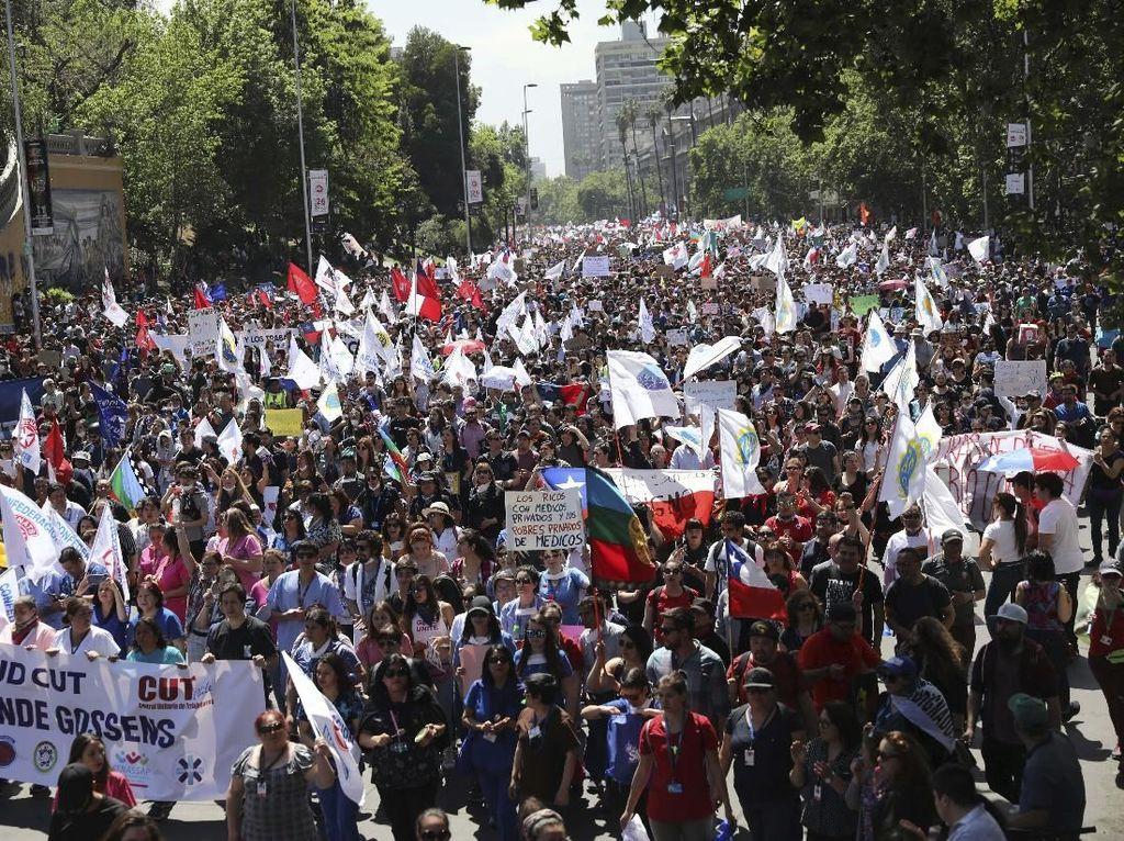 18 Orang Tewas dalam Kerusuhan, Ribuan Warga Chile Mogok Massal