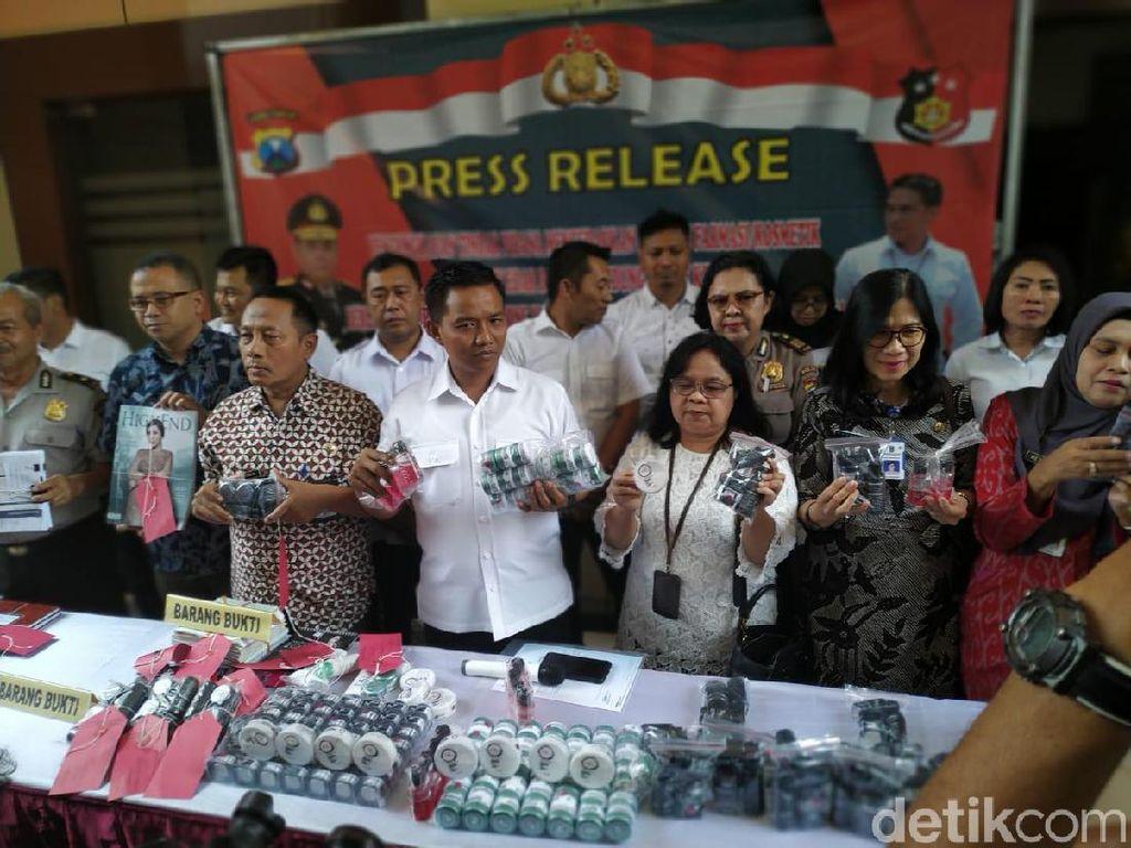 Polisi Jatim Bongkar Peredaran Kosmetik Ilegal Beromzet Rp 1,6 M/Bulan