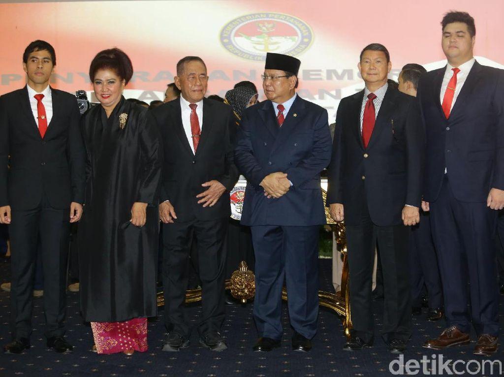 Sertijab Menhan, Prabowo Ditemani Keluarga dan Sahabat