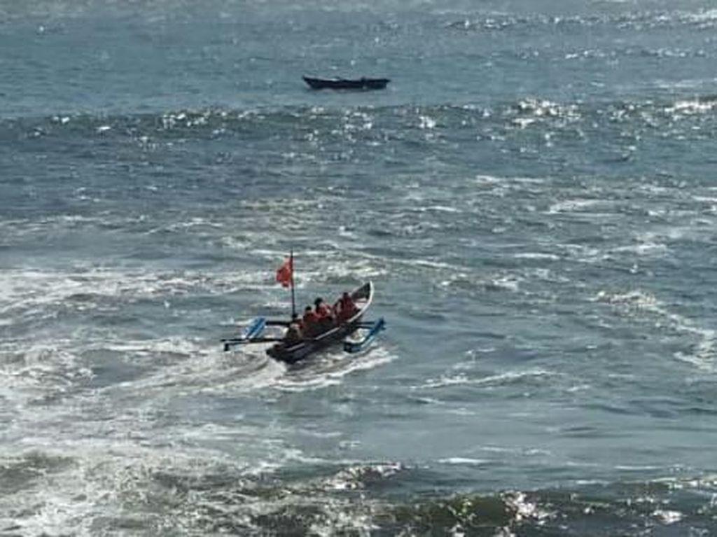 Perahu Terbalik, Seorang Nelayan Hilang di Pantai Kebumen