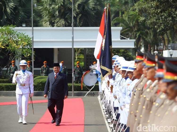 Video Gagahnya Upacara Militer Sambut Sertijab Menhan Prabowo
