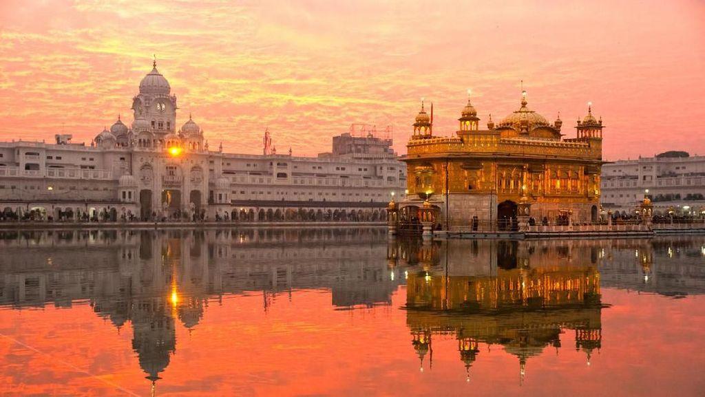 Foto: Kuil Emas yang Penuh Toleransi