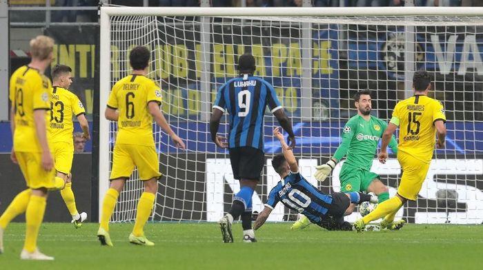 Inter Milan unggul 1-0 atas Borussia Dortmund di babak pertama (Foto: Emilio Andreoli/Getty Images)