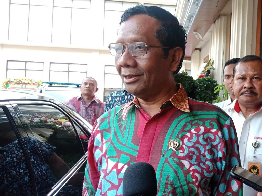 Mahfud Anggap Polemik Prabowo Jadi Menhan Biasa