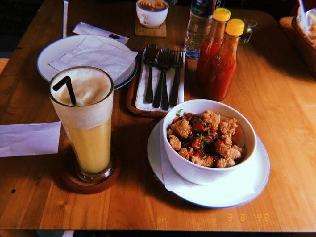 Foto: Menikmati Senja di Kafe Instagramable Bandung