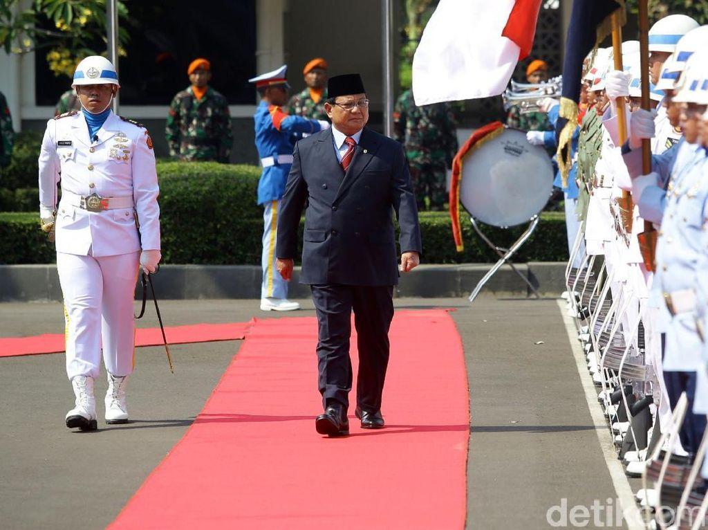 Momen Prabowo Cek Pasukan Jelang Sertijab Menhan