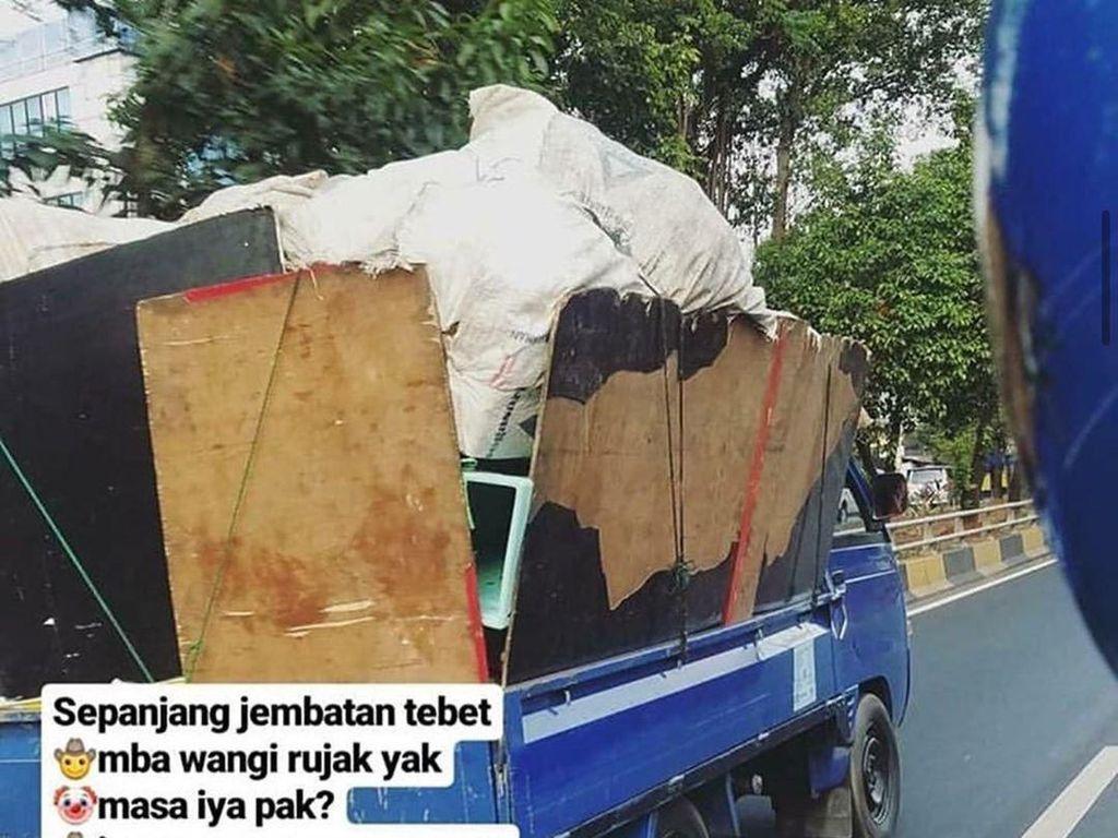 Bilang Bau Sampah Mirip Bau Rujak, Driver Ojol Ini Bikin Ngakak