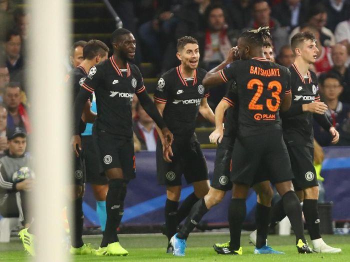 Chelsea mengalahkan Ajax Amsterdam lewat gol tunggal Michy Batshuayi di matchday ketiga Grup H Liga Champions. (Foto: Dean Mouhtaropoulos/Getty Images)