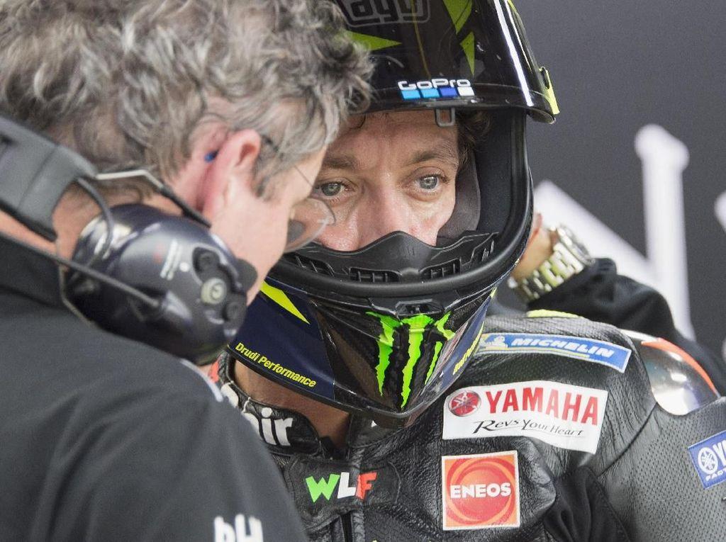 Burgess: Mungkin Karena Rossi Sudah Terlalu Lama Balapan