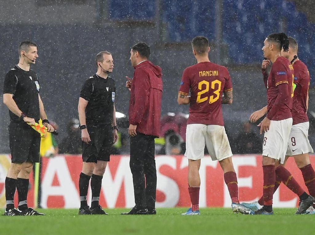 Roma: Wasit Akui Salah Memberikan Penalti