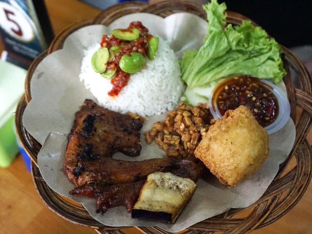 Enak Banget! 5 Ayam Bakar Kaki Lima yang Juicy Manis Gurih