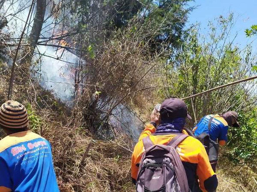 Belum Padam, Titik Api Masih Terlihat di Hutan Lereng Sumbing