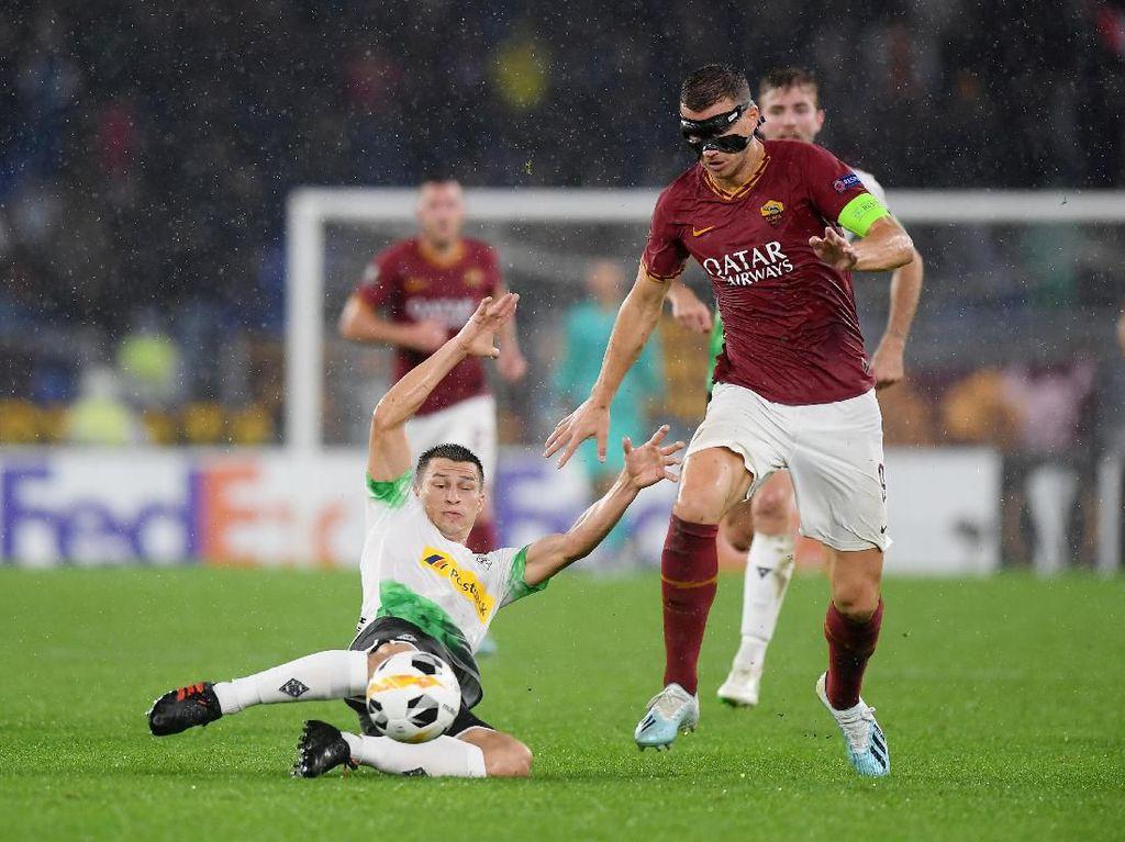 Penalti Gladbach di Injury Time Buyarkan Kemenangan Roma