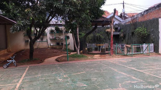 Lapangan dan taman belakang di Nafa Islamic Daycare