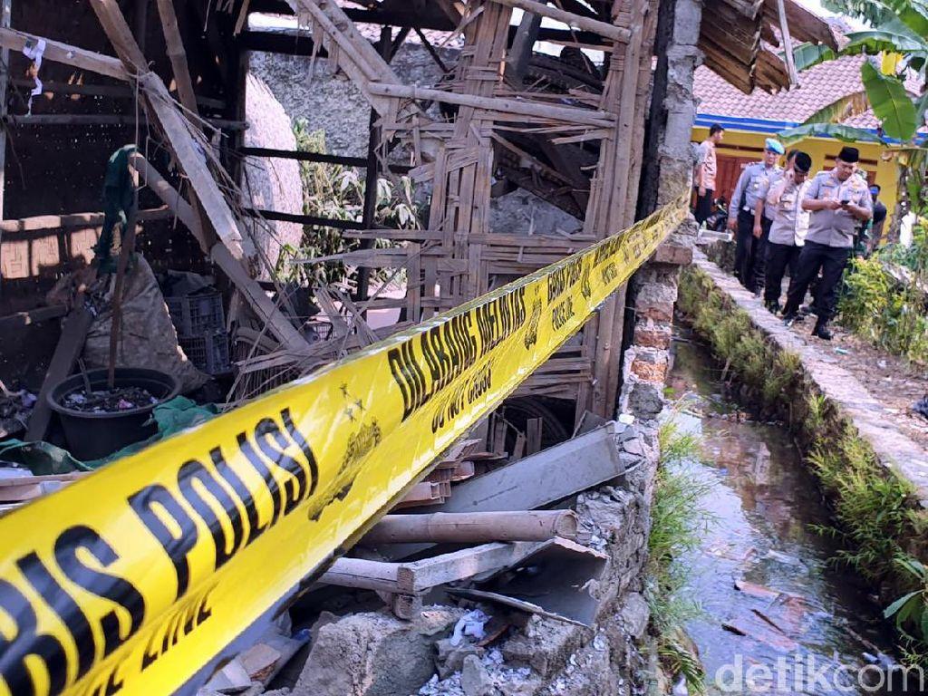 Rumah Warga Hancur Akibat Ledakan Petasan di Sukabumi